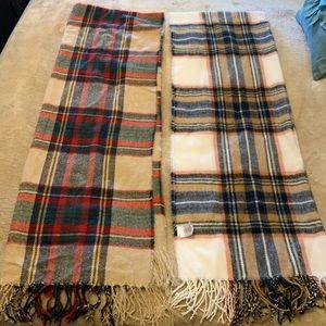 2 winter women's scarves
